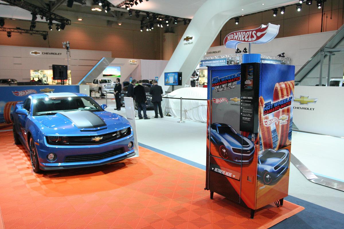 Hot Wheels Camaro and Trending Machine