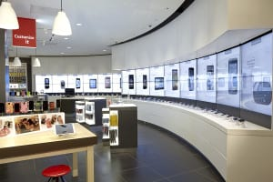 Device Wall: A visually stunning yet practical digital wall display presents devices side by side versus traditional groupings found in other stores.