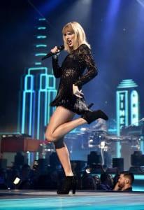 ATT_DirecTV_Super-Bowl_Taylor-Swift-1