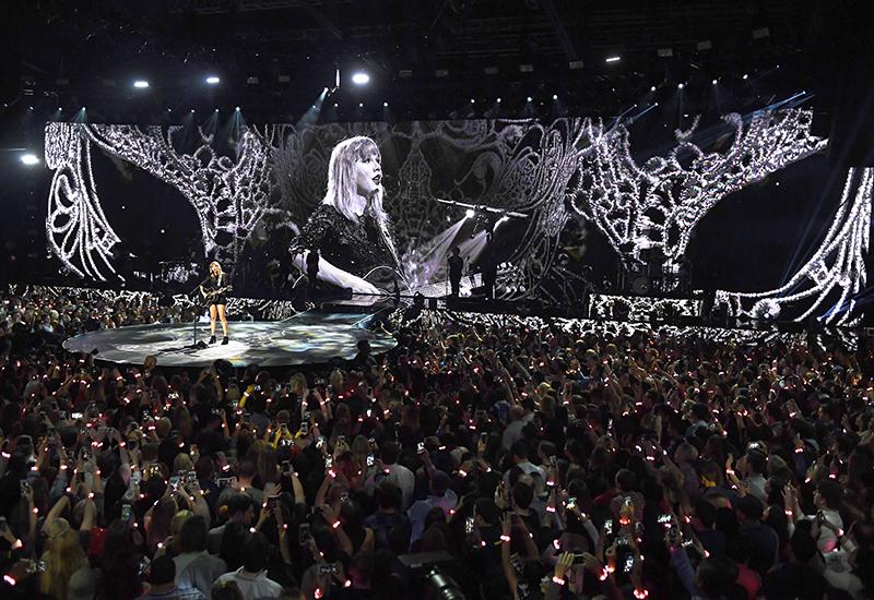 ATT_DirecTV_Super-Bowl_Taylor-Swift-3