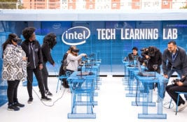 The Intel Learning Lab Tour Gives Students High-Tech Educational Experiences