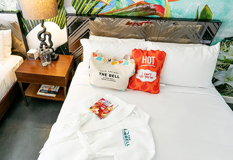 taco-bell-hotel_the-bell-interior-room