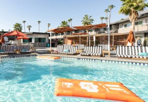 taco-bell-hotel_the-bell-pool-baja-bar