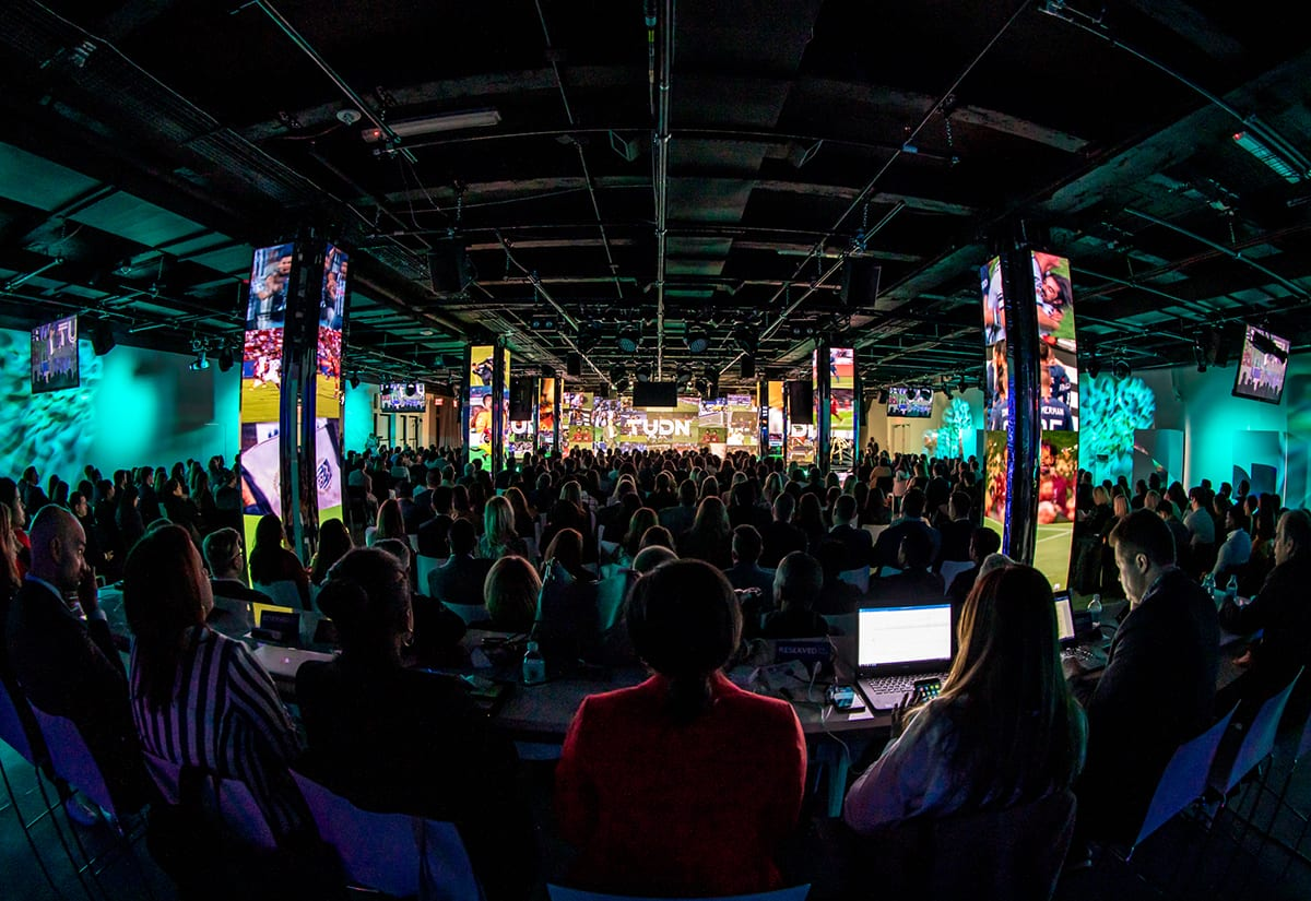 univision-upfront-2019-columns playing videos
