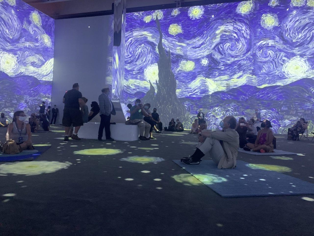 Van Gogh immersive-full-room-view of starry night